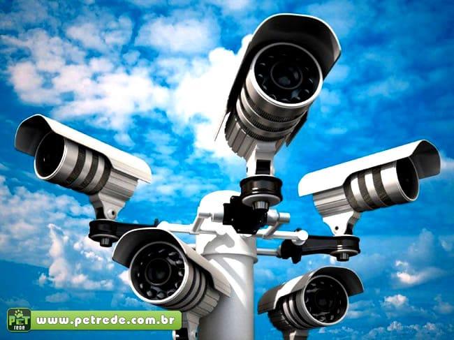 monitoramento-camera-seguranca-vigia-petrede